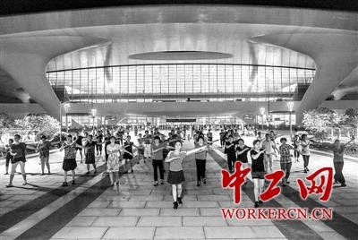 广场舞 占领 杭州东站