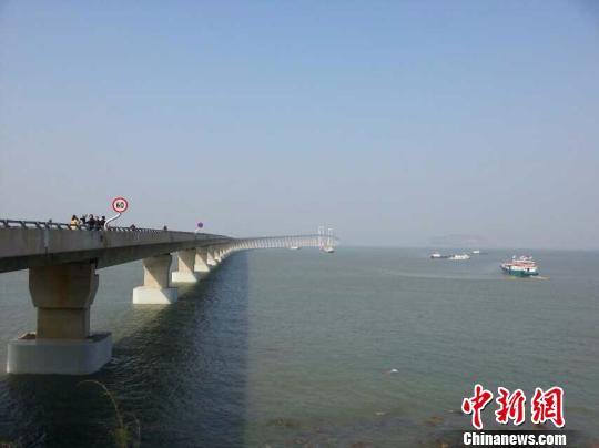 广东汕头南澳大桥通车 实现海岛人民的 大桥梦