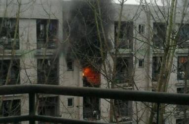 成都大学女生宿舍楼发生火灾 消防员已赶往现场 组图
