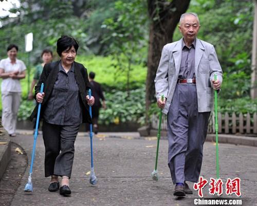 中国占人口的比例逐渐_中国人口年龄比例图