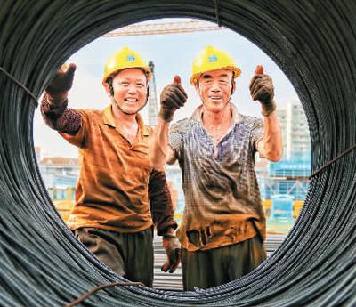 面对高温以人为本 劳动者权益得到更好保护(图)