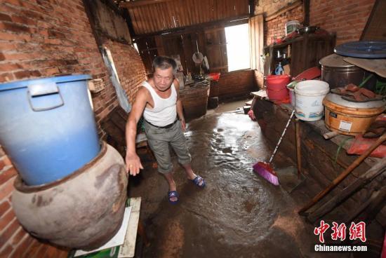 暴雨袭福建 多条江河发超警戒水位洪水