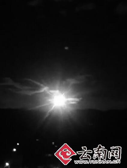 中秋夜云南现 火流星 陨石猎人 寻碎片图片