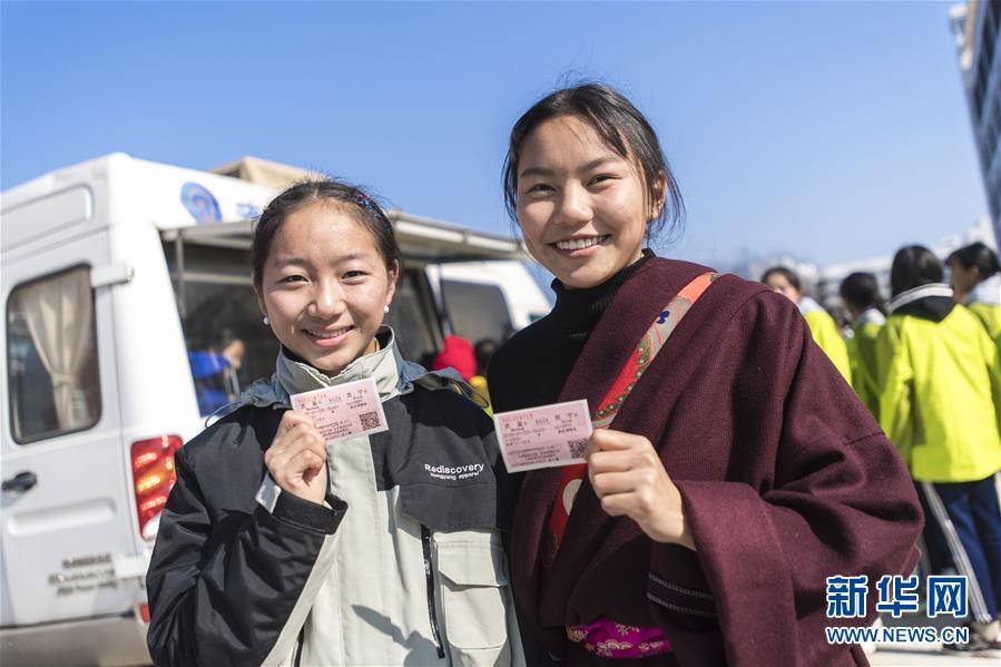 (社會)(1)移動售票進校園 情暖藏族師生心