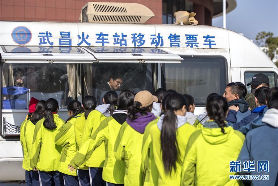 (社會)(5)移動售票進校園 情暖藏族師生心