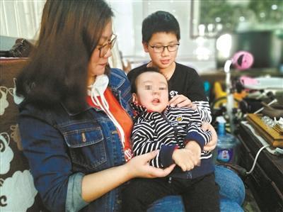 一岁半男婴患病 家长医生不言放弃