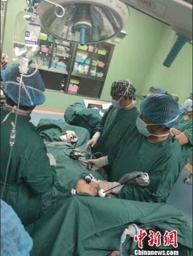 西藏首例先天性全内脏?#27425;?#32966;囊切除手术成功