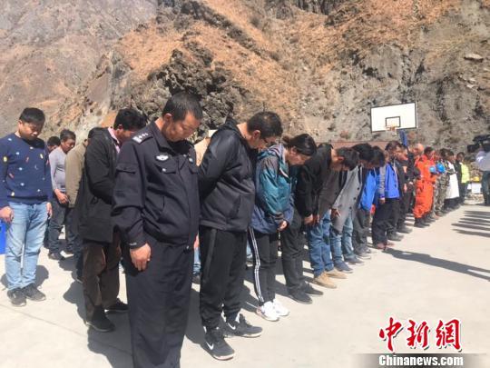 四川木里森林火灾牺牲烈士追悼会举行