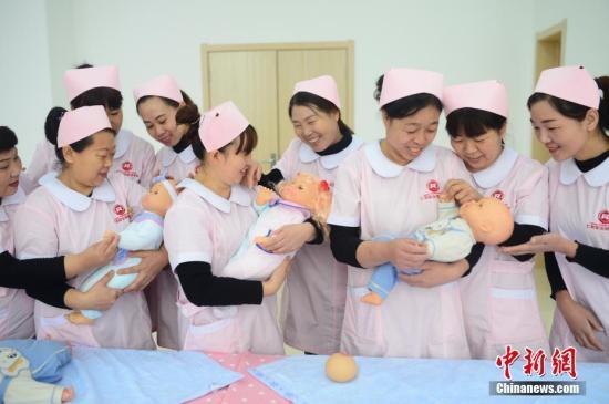 发改委:推动婴幼儿照护服务纳入相关重点专项规划