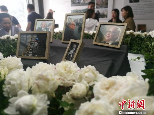 """苏州博物馆摆1200朵白花缅怀""""父亲""""贝聿铭"""