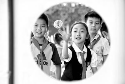 """小阳扪心自问,觉得自己很难做到""""快乐教育""""——把孩子送到幼儿园的第"""