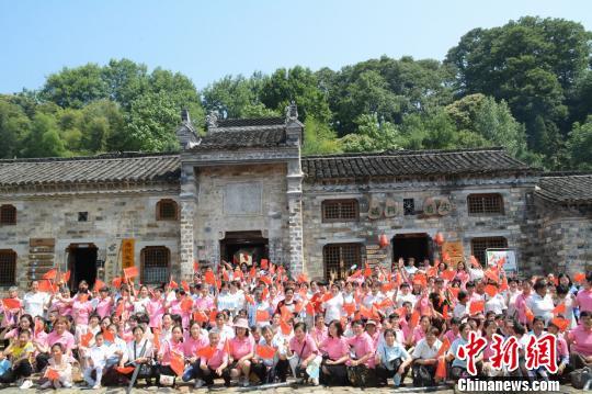 河南深山村的端午节:400名出嫁女集体回娘家