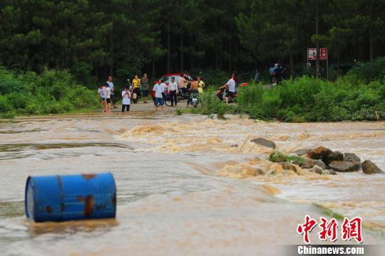 江西启动省级救灾三级应急响应 暴雨已致逾50万人受灾