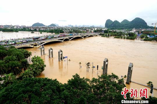 桂林漓江迎来洪峰 超警戒水位1.66米