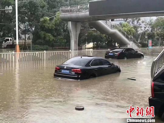 福建三明河水暴涨 全城内涝严重