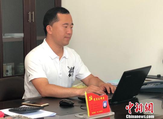 """""""90後""""小夥任5年村官:以年轻力量画好乡村蓝图"""