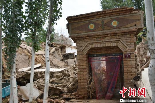 甘肃瓜州暴雨引发洪水致农户受灾:房屋倒塌 道路冲毁