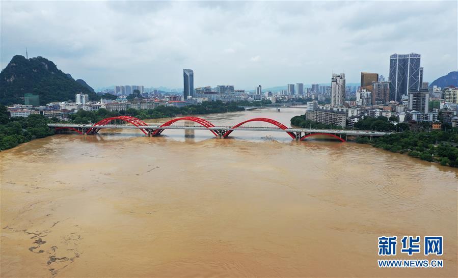 广西柳州:洪峰过境