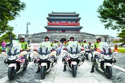 北京185名铁骑交警今日亮相