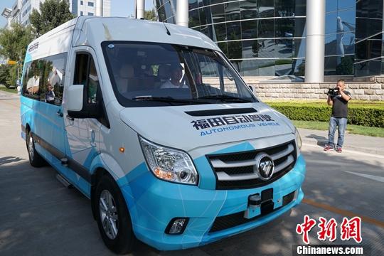 探訪北京高端制造企業 中外記者感受高科技魅力