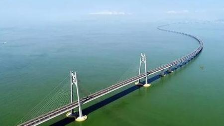 港珠澳大桥:通车一周年验放出入境车辆超过70万辆次
