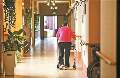走近养老院中的阿尔茨海默病患者:老小孩儿(图)