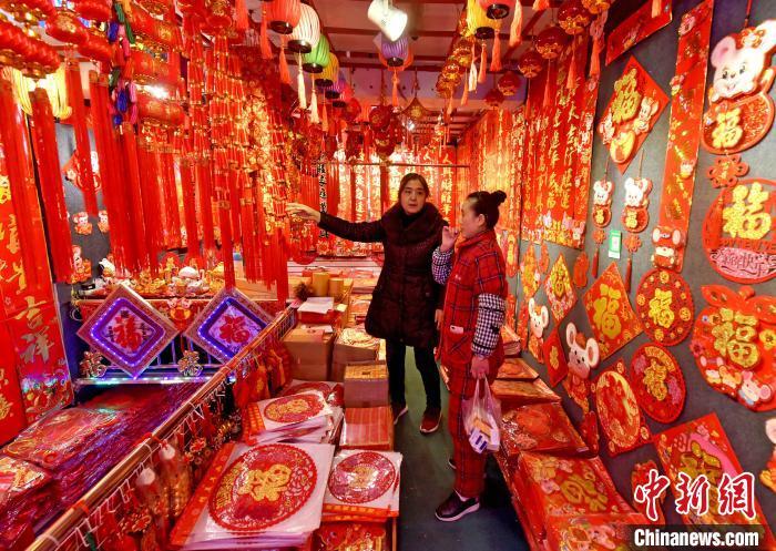 春节临近 重庆饰品走俏年味浓