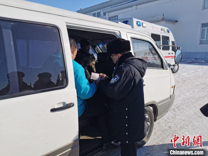 内蒙古一边防检查站开通绿色通道成功救助在蒙中国员工