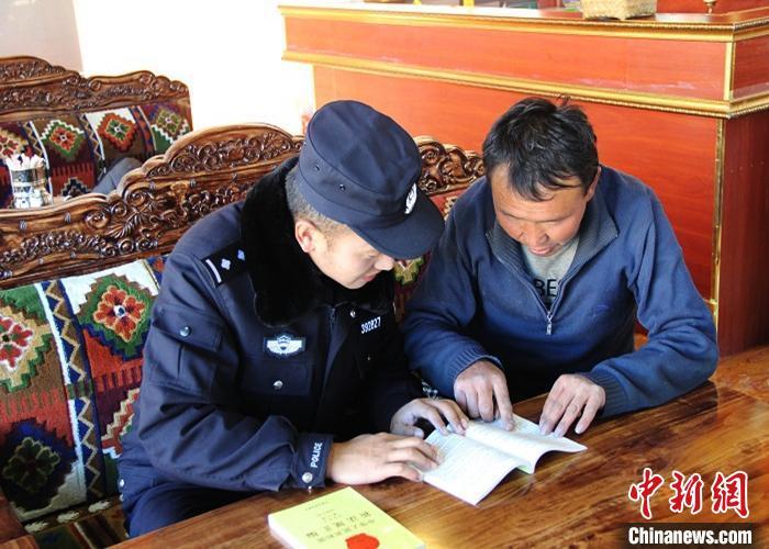"""西藏多地开展""""110宣传日""""主题活动"""